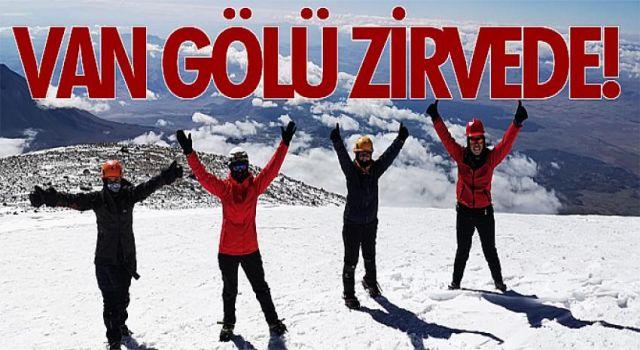 Van ve Bitlisli aktivistler ile dağcılar, Van Gölü'ne dikkat çekmek için bölgenin en yüksek 3 dağına zirve yaptı