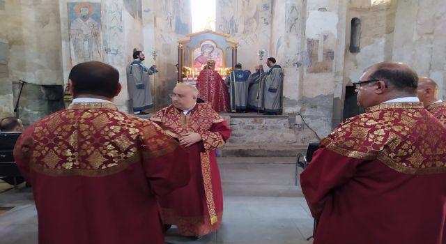 Akdamar Kilisesi'nde ayin yapılıyor