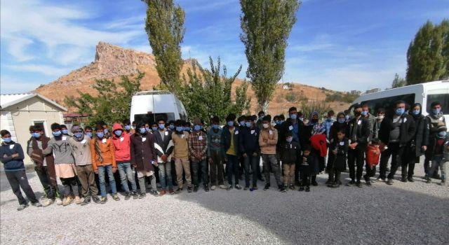 72 mültecinin sığdırıldığı minibüste 2 mülteci havasızlıktan ve sıkışmadan dolayı öldü