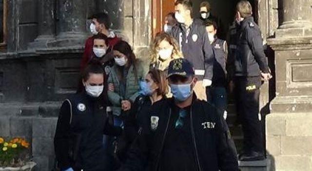 Kars Belediyesi Eşbaşkanı Alaca ve HDP'li Meclis üyeleri görevden uzaklaştırıldı