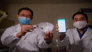 Koronavirüs belirtilerini tespit edip telefonunuza iletebilen akıllı maske geliştirildi