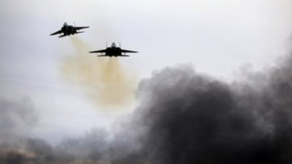 Uçaklar İran destekli milislere bomba yağdırdı: 16 ölü