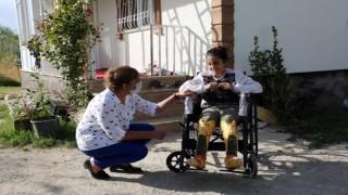 Engellilere tekerlekli sandalye dağıtıldı